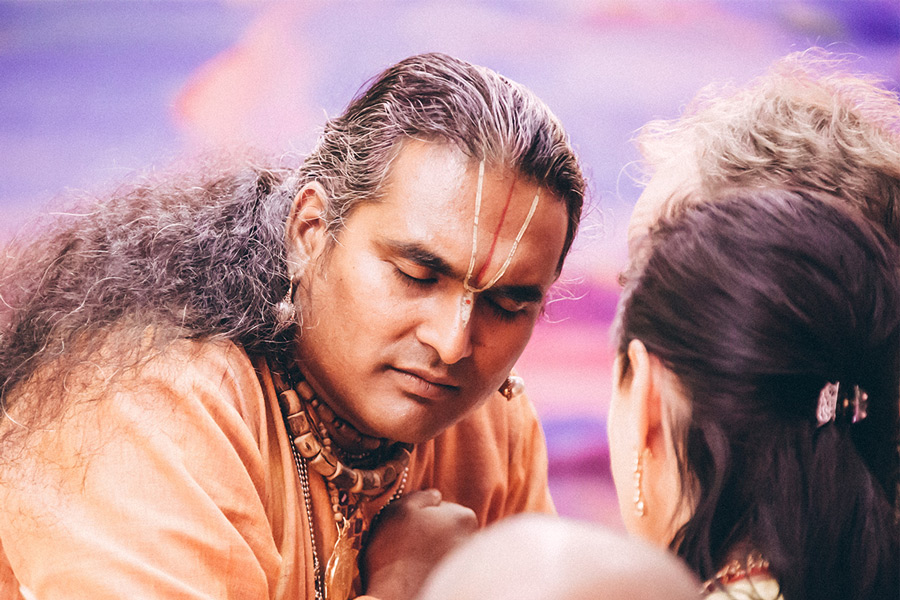 Paramahamsa Vishwananda listening to a person